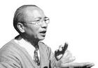 """徐朝兴,1943年生于浙江龙泉,中国工艺美术大师, 国家级""""非遗""""龙泉青瓷传承人。"""