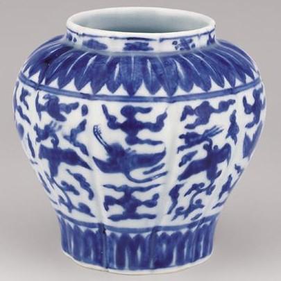 云鹤纹/一种典型的瓷器装饰纹样。...