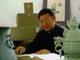 毛松林,1963年毕业于景德镇陶瓷学院美术系,同年分配龙泉瓷厂技术科;1988年晋升高级工艺美术师,省工艺美术大师